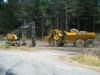 Lasse Eklund med Grävmaskin och Dumper som han lastar sten på