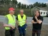 Rolf och Janne pratar med vass klipparen Kjell Lilja