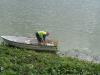 Roffe jobbar från båten