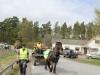 Hästen med Anita som håller i tömmarna