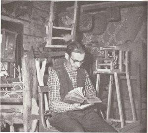 L H Melberg läser ur en gammal bibel